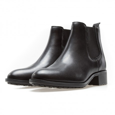 Windsor Smith black pointed...