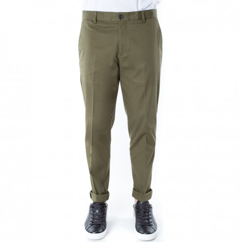 Green chino pants outfit